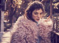 Для обложки австралийского Vogue Lorde примерила образ богемной красотки