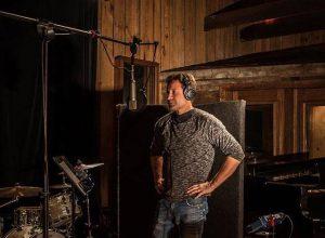 Дэвид Духовны записывает второй альбом
