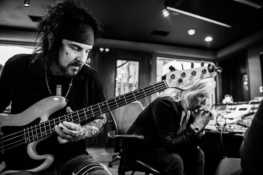 Музыканты Motley Crue снова встретились на студии: фото 2018