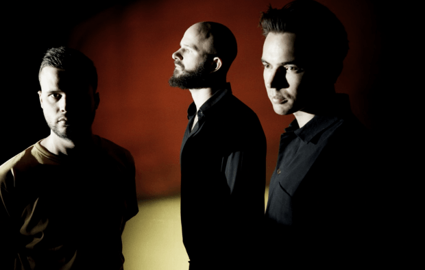 Новый сингл White Lies – Time to Give: готовность №1 к покорению наших ушей и чартов