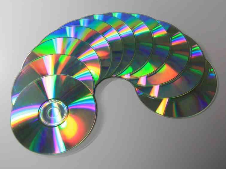 Продажи CD-дисков стремительно падают