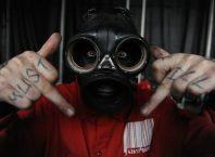 DJ Slipknot Сид Уилсон играет в комедийном хорроре