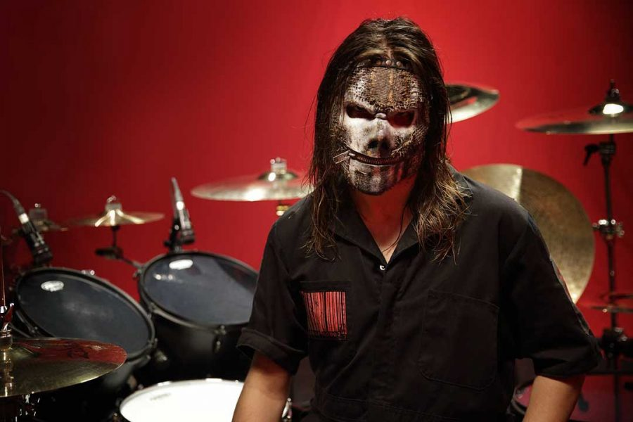 Ужасы нашего городка: барабанщик Slipknot показал окровавленный инструмент