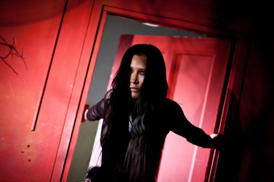 Новый сингл Линды - Трещины: раскол и крах иллюзий