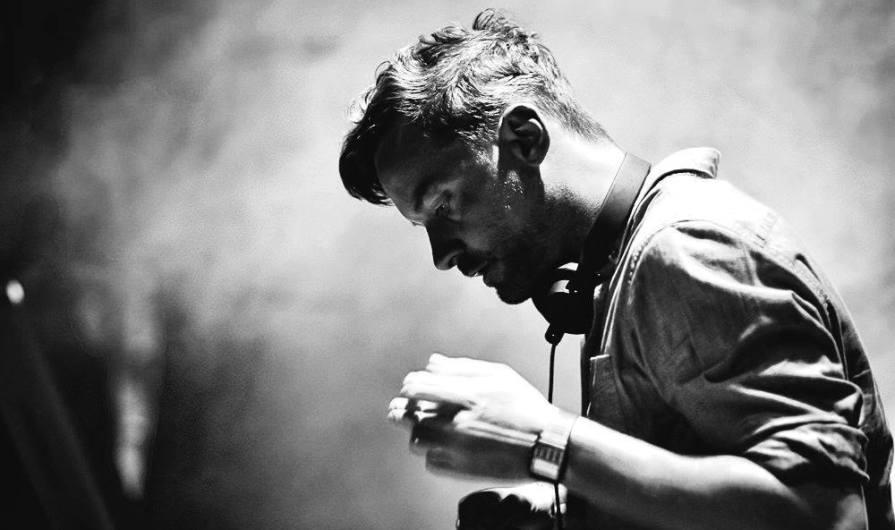 Слушать сингл Bonobo — Linked