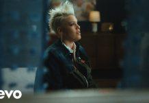 Пинк представила трогательное видео на песню Hurts 2B Human