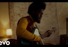 Расследование смерти известного музыканта в клипе Michael Kiwanuka - Hero