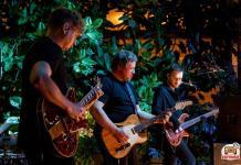 Группа «Полюса» на сцене оранжереи Таврического сада
